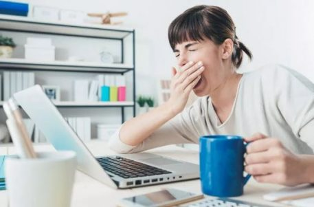 symptoms of sleep deprivation in adults